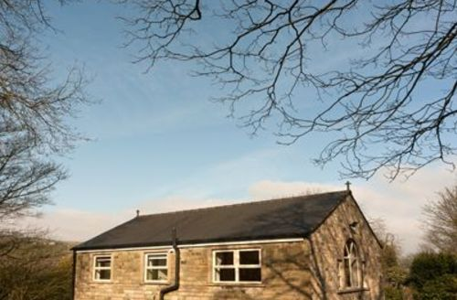 Snaptrip - Last minute cottages - Beautiful Holmfirth Lodge S15665 -