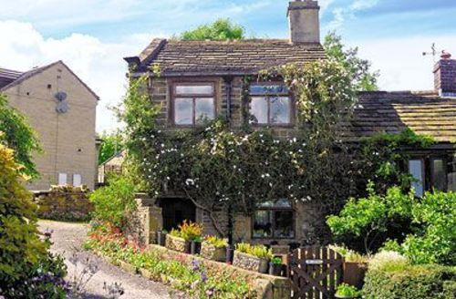 Snaptrip - Last minute cottages - Tasteful Haworth Cottage S15671 -