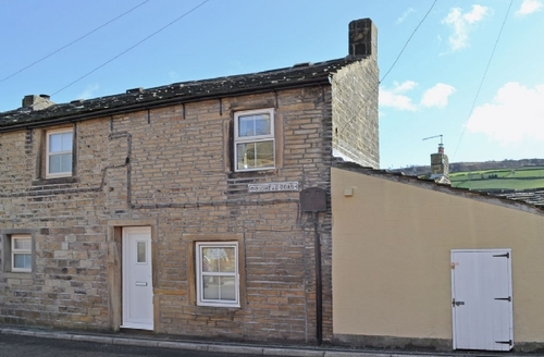 Snaptrip - Last minute cottages - Excellent Holmfirth Cottage S15672 -