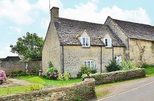 Snaptrip - Last minute cottages - Exquisite Chipping Norton Cottage S15678 -