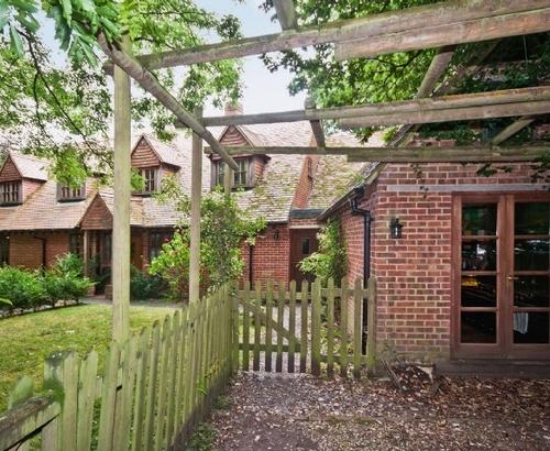 Splendid oxford cottage s15712 kennels cottage oxford for Country cottage kennel