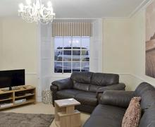 Snaptrip - Last minute cottages - Inviting Dawlish Apartment S77387 -