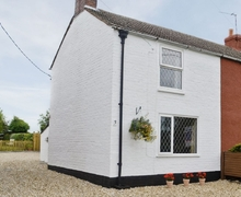 Snaptrip - Last minute cottages - Tasteful Horncastle Cottage S15795 -