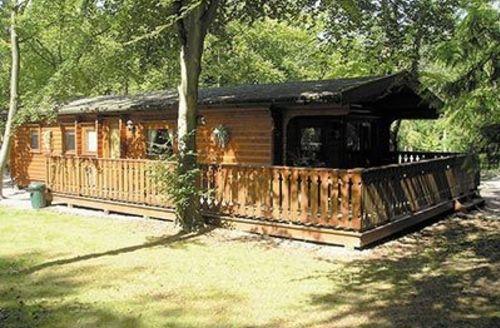 Snaptrip - Last minute cottages - Quaint Louth Lodge S15807 -