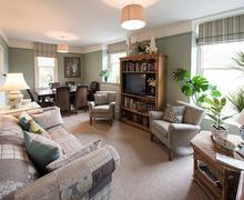 Snaptrip - Last minute cottages - Splendid Bath Apartment S77265 -