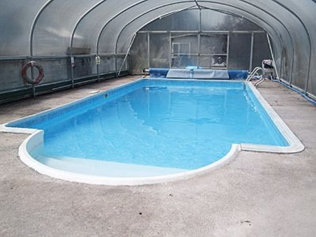 Inviting weston super mare cottage s20344 the old barn - Hotels weston super mare with swimming pool ...