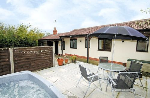 Snaptrip - Last minute cottages - Adorable Skegness Cottage S15871 -