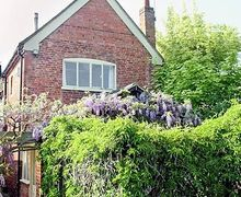 Snaptrip - Last minute cottages - Charming Alcester Cottage S15903 -