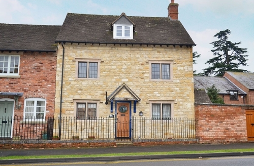 Snaptrip - Last minute cottages - Exquisite Stratford Upon Avon Cottage S15935 -