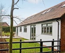 Snaptrip - Holiday cottages - Wonderful Warwick Cottage S15966 -