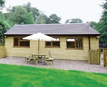 Snaptrip - Holiday cottages - Quaint Leek Lodge S15979 -