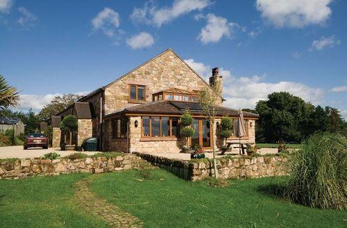Snaptrip - Last minute cottages - Stunning Leek Cottage S15996 -
