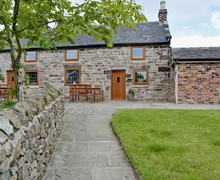 Snaptrip - Holiday cottages - Charming Leek Cottage S16011 -