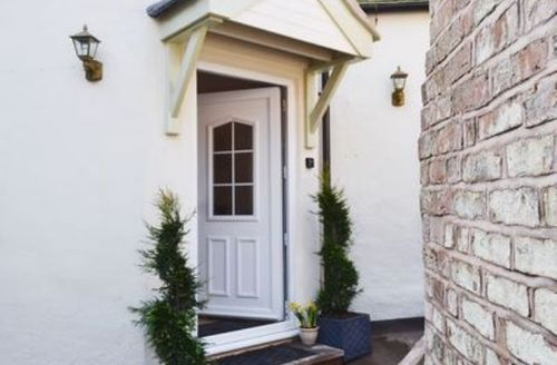 Snaptrip - Last minute cottages - Attractive Leek Cottage S16038 -