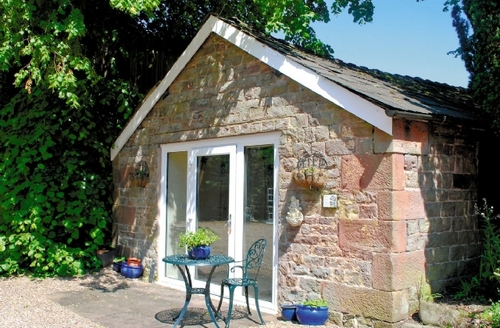 Snaptrip - Last minute cottages - Gorgeous Leek Lodge S16039 -