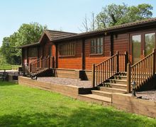 Snaptrip - Last minute cottages - Attractive Stafford Lodge S16044 -