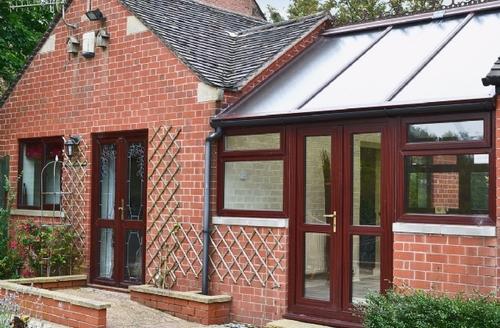 Snaptrip - Last minute cottages - Inviting Leek Cottage S16047 -