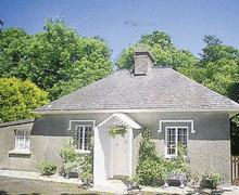 Snaptrip - Last minute cottages - Tasteful Fishguard Lodge S21823 -