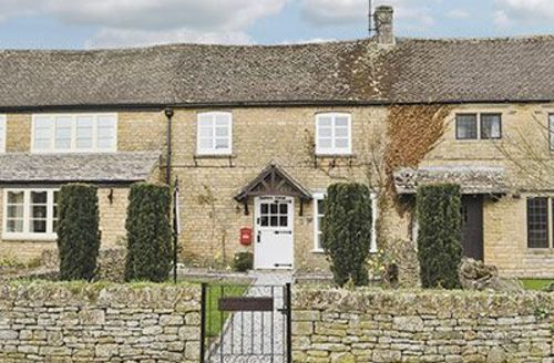 Snaptrip - Last minute cottages - Attractive Bourton On The Water Cottage S16087 -