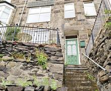 Snaptrip - Last minute cottages - Attractive Barmouth Apartment S22156 -