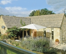 Snaptrip - Last minute cottages - Inviting Bourton On The Water Cottage S16095 -