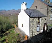 Snaptrip - Last minute cottages - Quaint Blaenau Ffestiniog Cottage S22269 -