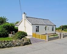 Snaptrip - Last minute cottages - Cosy Tudweiliog Cottage S22336 -