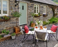 Snaptrip - Last minute cottages - Tasteful Betws Y Coed Cottage S22343 -