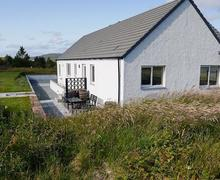 Snaptrip - Last minute cottages - Excellent Portree Cottage S22472 -