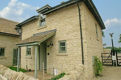 Snaptrip - Last minute cottages - Splendid Cirencester Cottage S16177 -