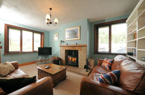 Snaptrip - Last minute cottages - Splendid Chard Farm S1373 - Living area