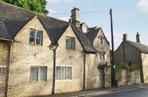 Snaptrip - Last minute cottages - Excellent Cirencester Cottage S16195 -