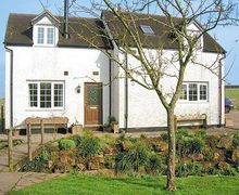 Snaptrip - Last minute cottages - Excellent Gloucester Cottage S16229 -