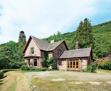 Snaptrip - Last minute cottages - Lovely Crianlarich Lodge S23253 -