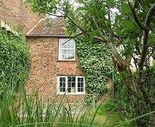 Snaptrip - Last minute cottages - Lovely Gloucester Cottage S16238 -