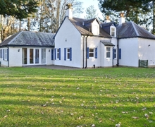 Snaptrip - Last minute cottages - Tasteful Pitlochry Cottage S23439 -