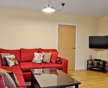 Snaptrip - Last minute cottages - Gorgeous Ayr Apartment S23482 -
