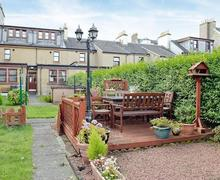 Snaptrip - Last minute cottages - Adorable All Isle Of Cumbrae Apartment S43471 -