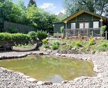 Snaptrip - Last minute cottages - Inviting Glasgow Lodge S60575 -