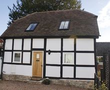 Snaptrip - Last minute cottages - Attractive Evesham Cottage S16335 -