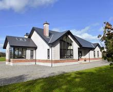 Snaptrip - Last minute cottages - Attractive Carrick Lodge S24184 -