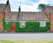 Snaptrip - Last minute cottages - Cosy Worcester Cottage S16396 -