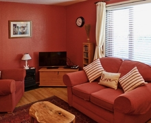 Snaptrip - Last minute cottages - Splendid Seaton Apartment S18794 -