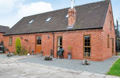 Snaptrip - Last minute cottages - Stunning Ashbourne Cottage S16421 -