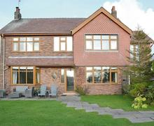 Snaptrip - Last minute cottages - Inviting Lytham St Annes Cottage S77271 -