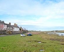Snaptrip - Last minute cottages - Superb Rhosneigr And Aberffraw Cottage S24741 -