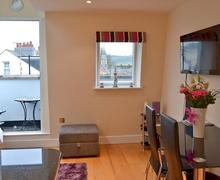 Snaptrip - Last minute cottages - Captivating Shaldon Apartment S73850 -