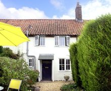 Snaptrip - Last minute cottages - Lovely Melton Constable Cottage S2105 -