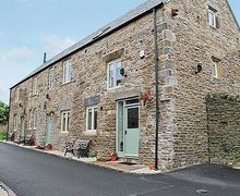 Snaptrip - Holiday cottages - Cosy Chesterfield Cottage S16553 -