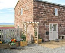 Snaptrip - Last minute cottages - Excellent Neston Cottage S5163 -